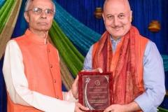 Ramesh Bhutada receiving Life Time Achievment Award from Anupam Kher
