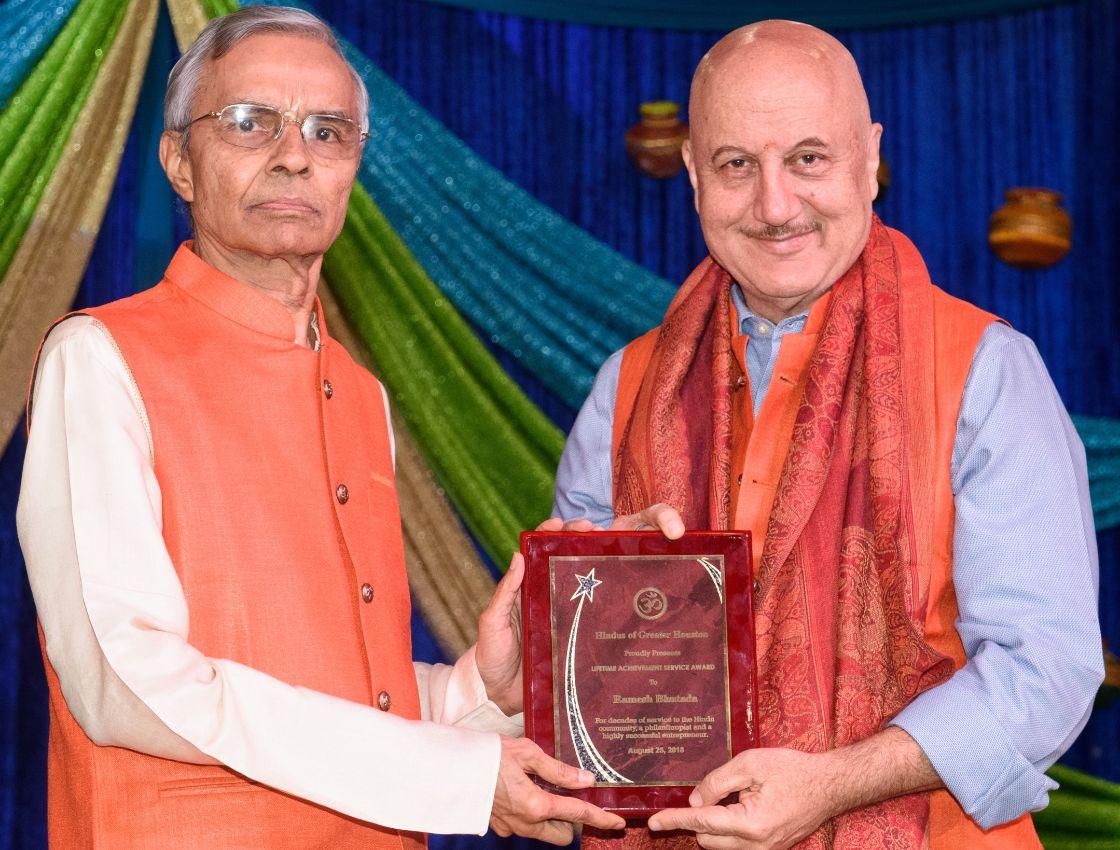 Ramesh-Bhutada-receiving-Life-Time-Achievment-Award-from-Anupam-Kher
