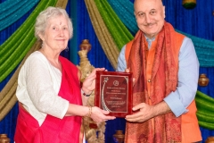Beth Kulkarni receiving Life Time Achievment Award