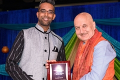 Manish Khatri receiving Akhil Chopra Unsung Hero Award by Anupam Kher